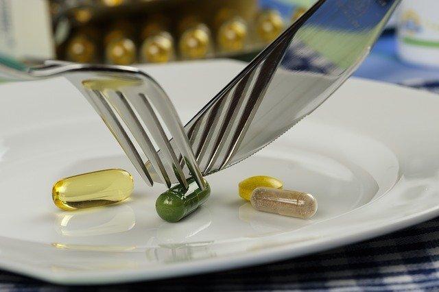 Nahrungsergänzungsmittel-pillen-essen-vitamine